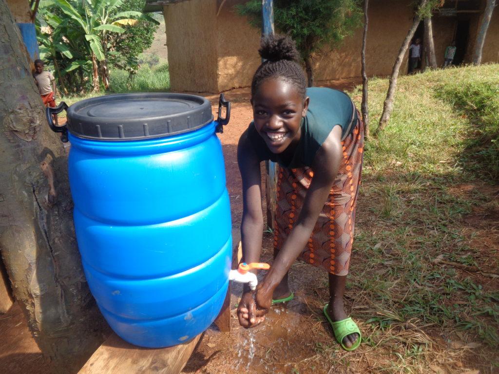 Pamoja mentre si lava le mani a scuola - Etiopia