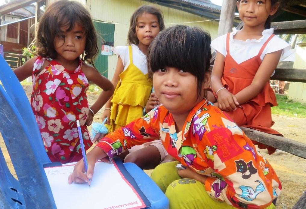 Theareum e altre bambine - Cambogia